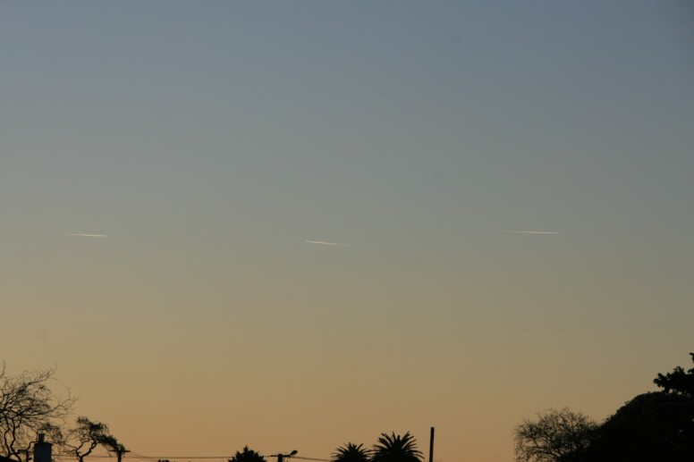 Marton NZ, 7 Sep 2014. Three aircraft visible, although five viewed. (click to enlarge)