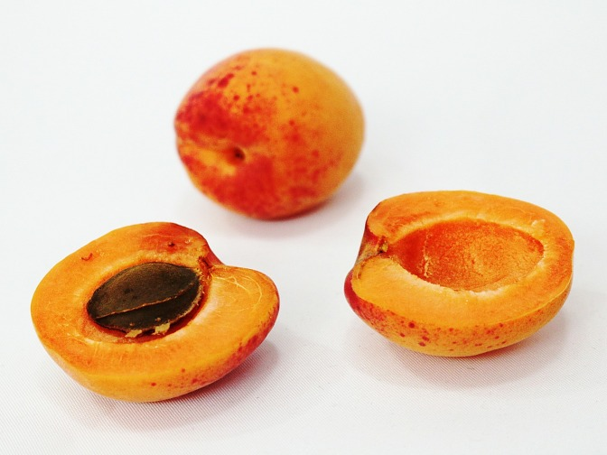 MD cures cancer with apricot kernels, turmeric and more