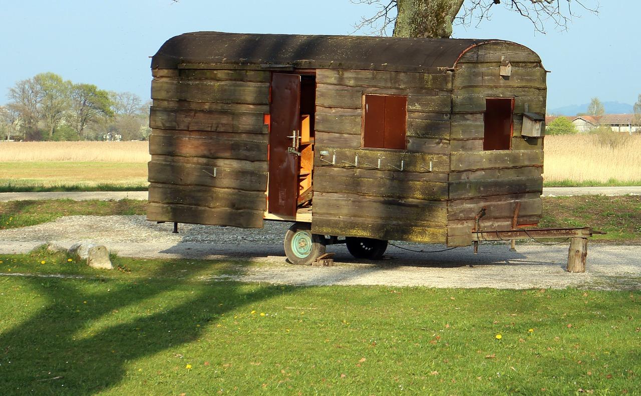 caravan-325418_1280.jpg