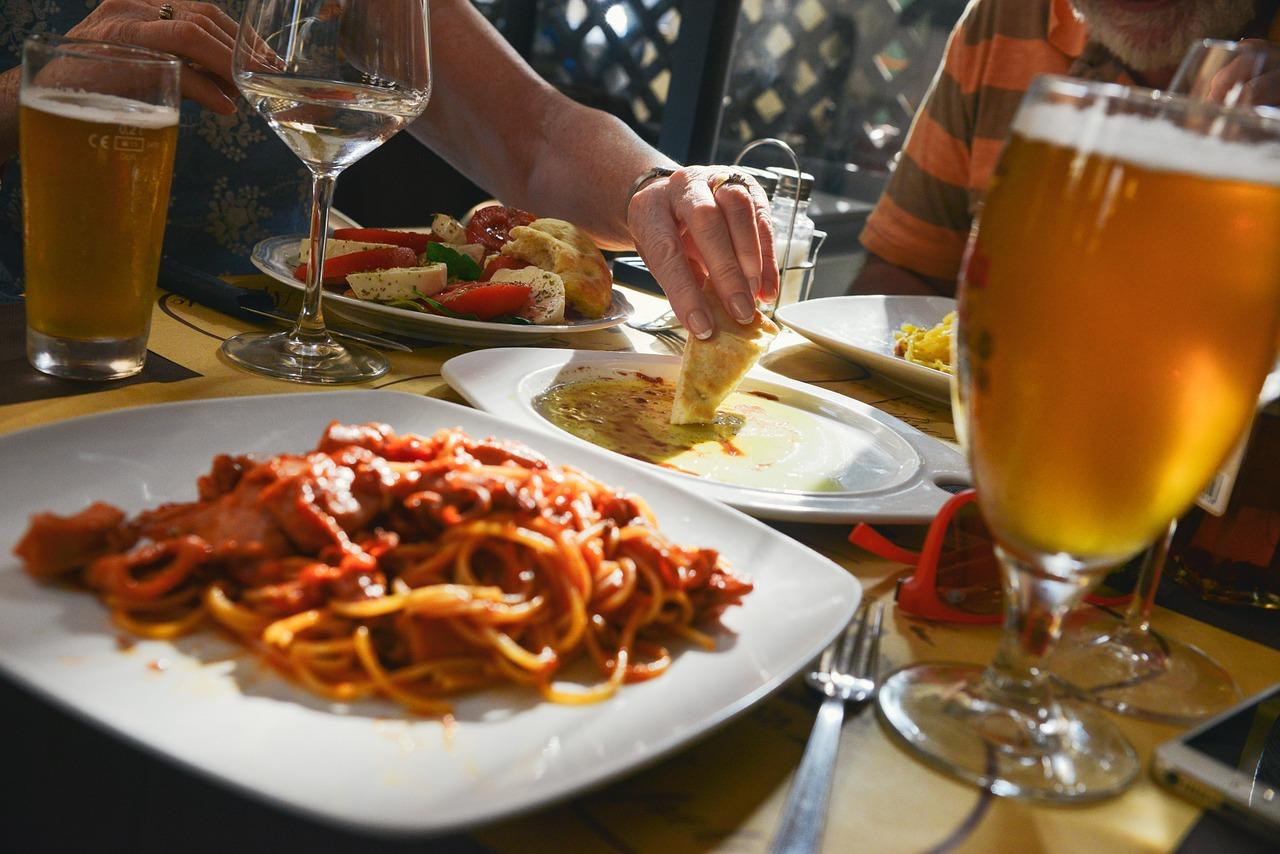 dinner-601576_1280.jpg