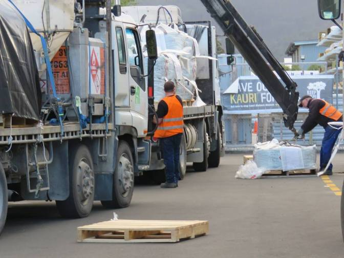 DOC cowardly cover-ups exposed re:clandestine 1080 loading in Whitianga's CBD