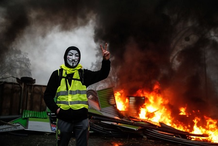 PARIS YELLOW VEST RIOTERS 1