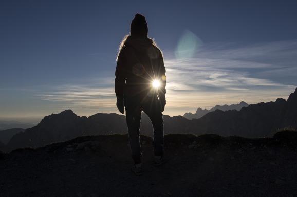 sunrise-1703357_1280.jpg