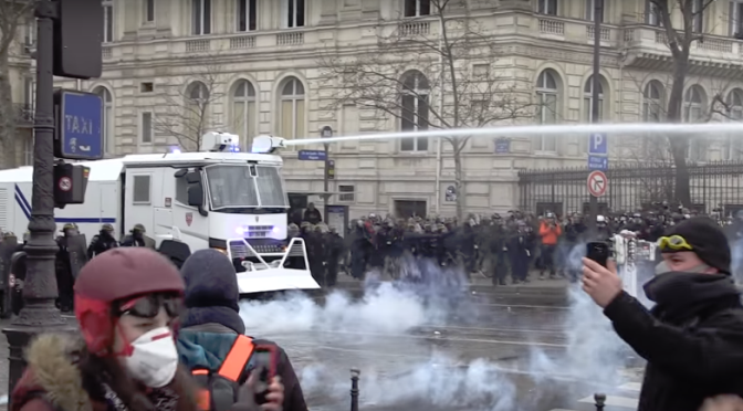 The yellow vests protest – raw footage of police brutality