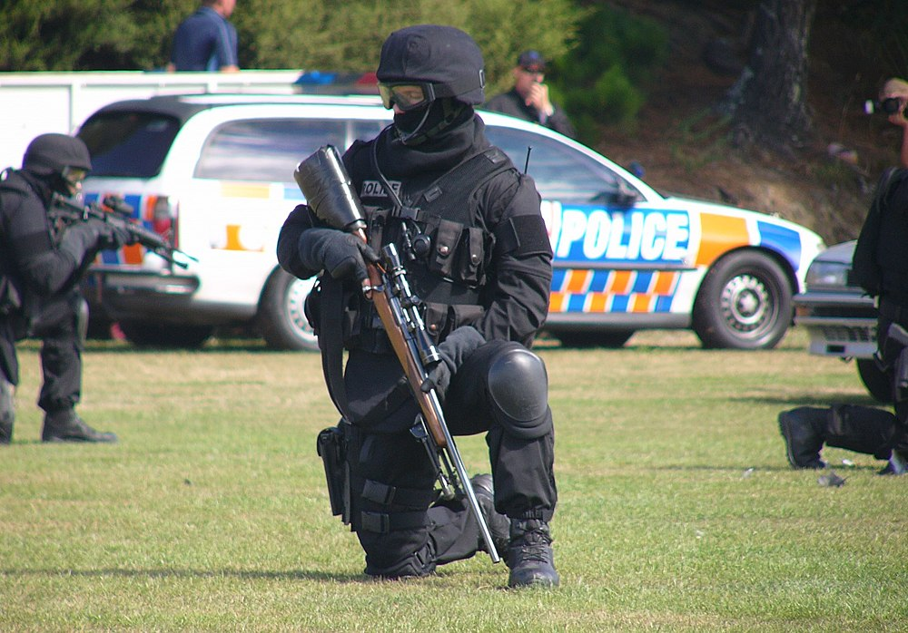 In NZ's frenzied quest for gun seizures a 12 YO girl is still shaken after 30 armed Police raided her family's property & pointed a gun at her